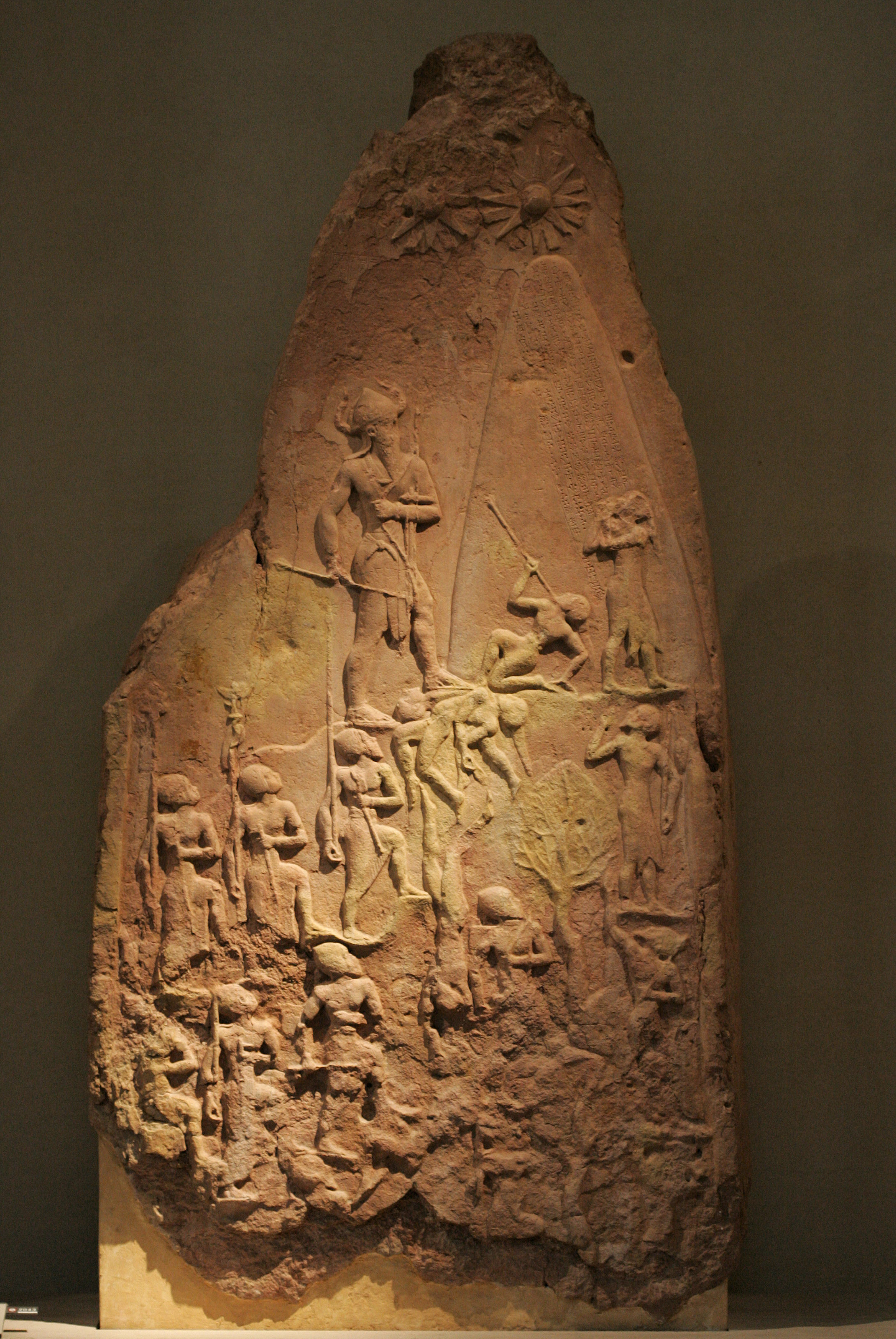 Victory_stele_of_Naram_Sin_9068 (1)